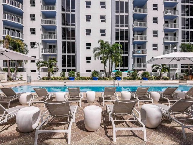 Apartment community pool | downtown Orlando highrise
