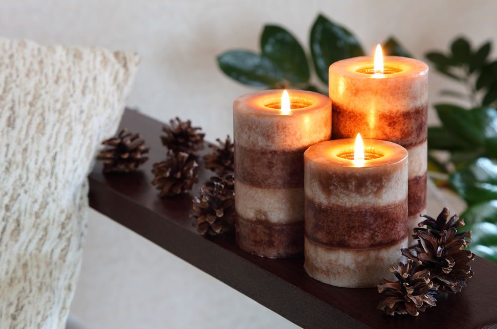 Holiday Scented Candles for Your Apartment-image