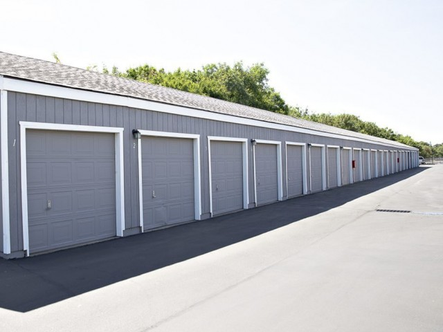 Image of Garage Available for Vintage Creek