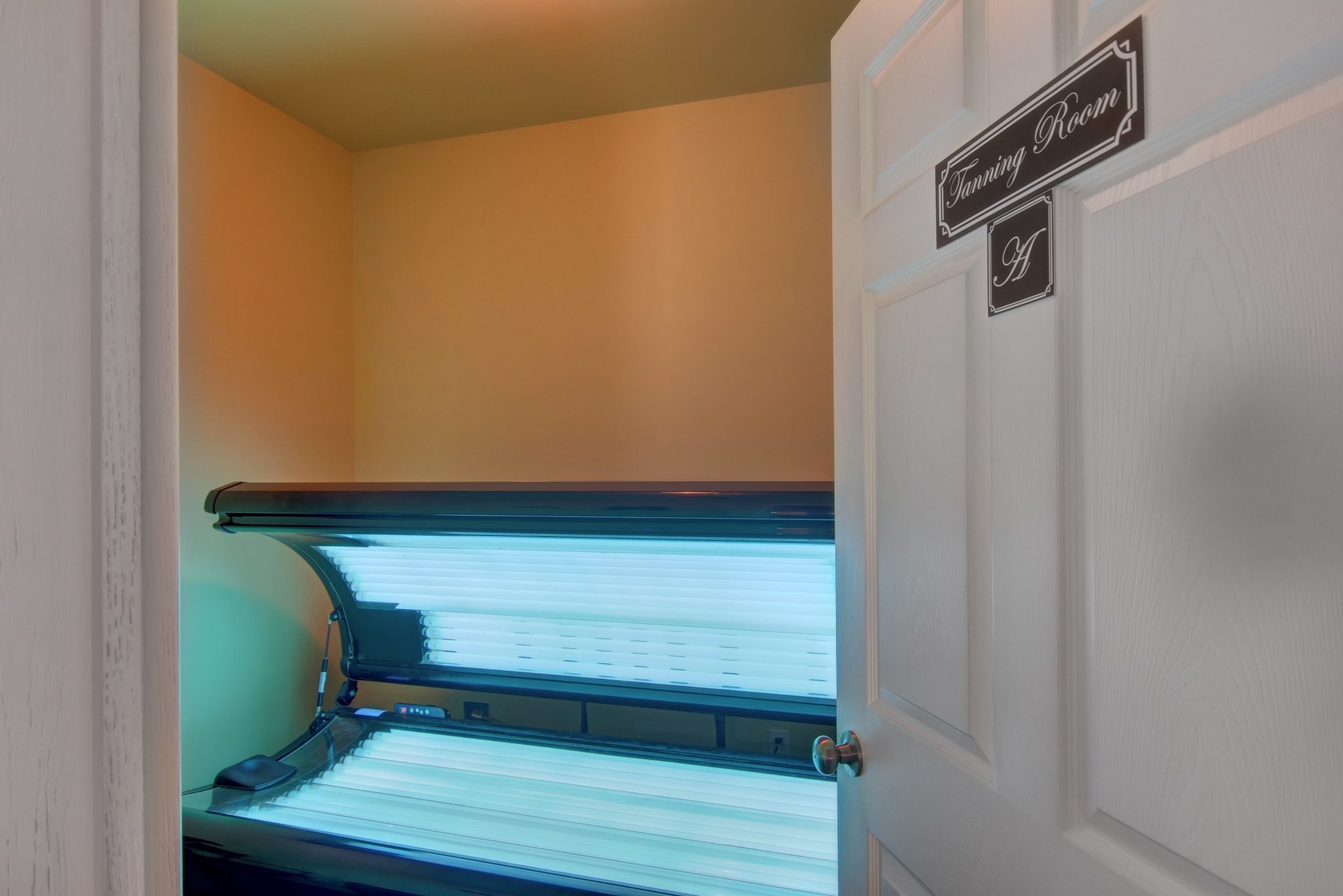 Coryell Courts Apartments amenity tanning bed