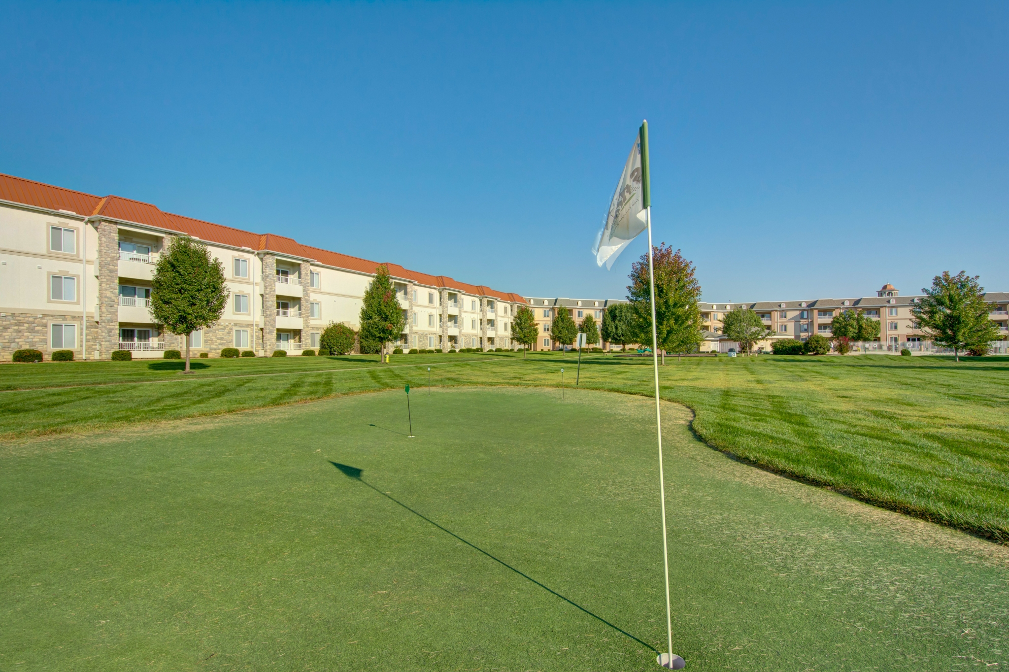 The Abbey - TLC Properties - Apartments Springfield, MO - Putting Green - Golf