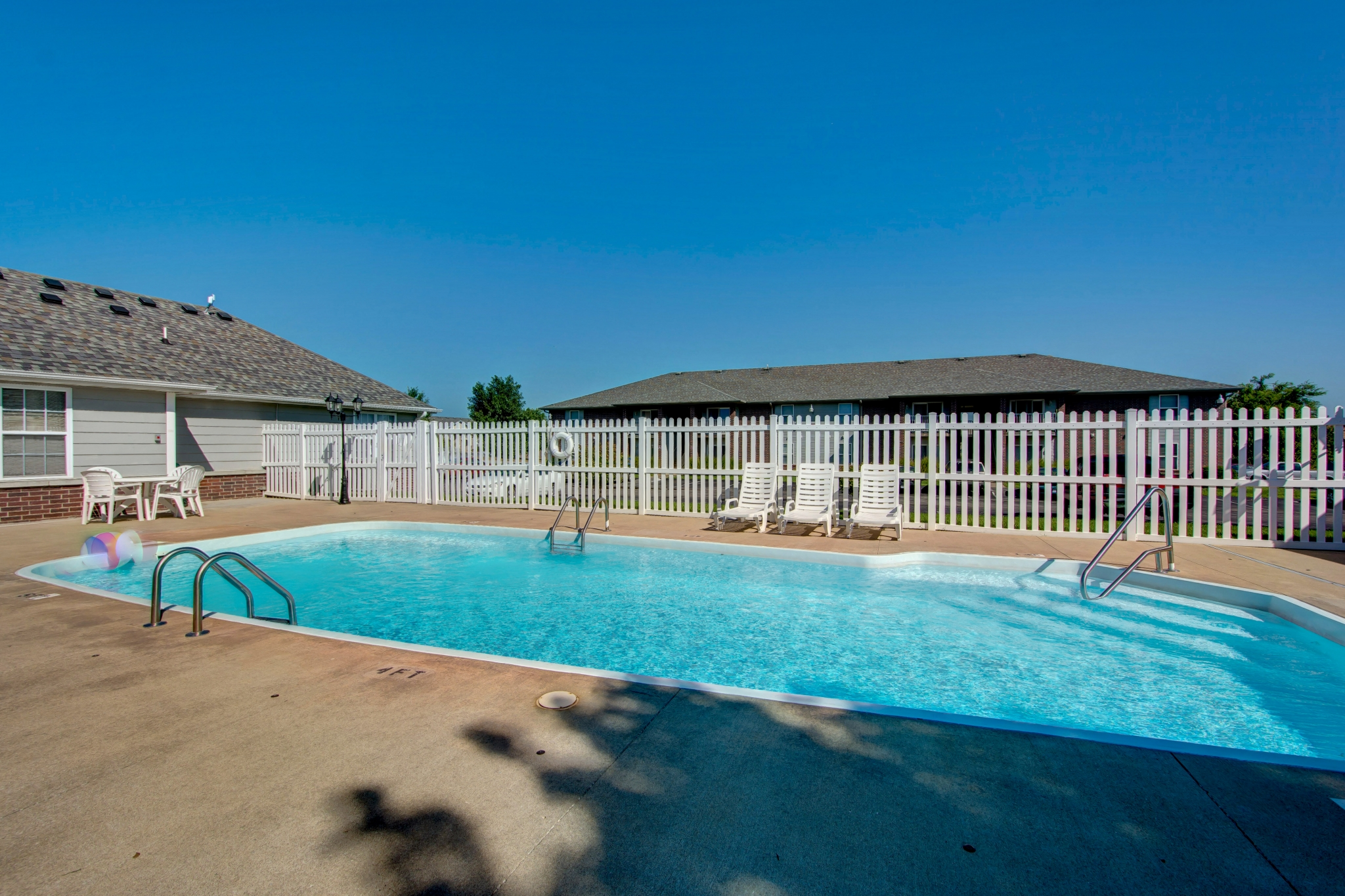 Cambridge Park Apartments amenity outdoor swimming pool
