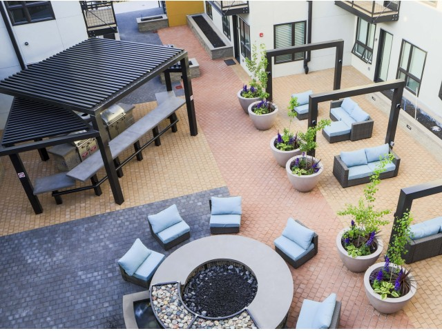 Image of Courtyard for Highland Place