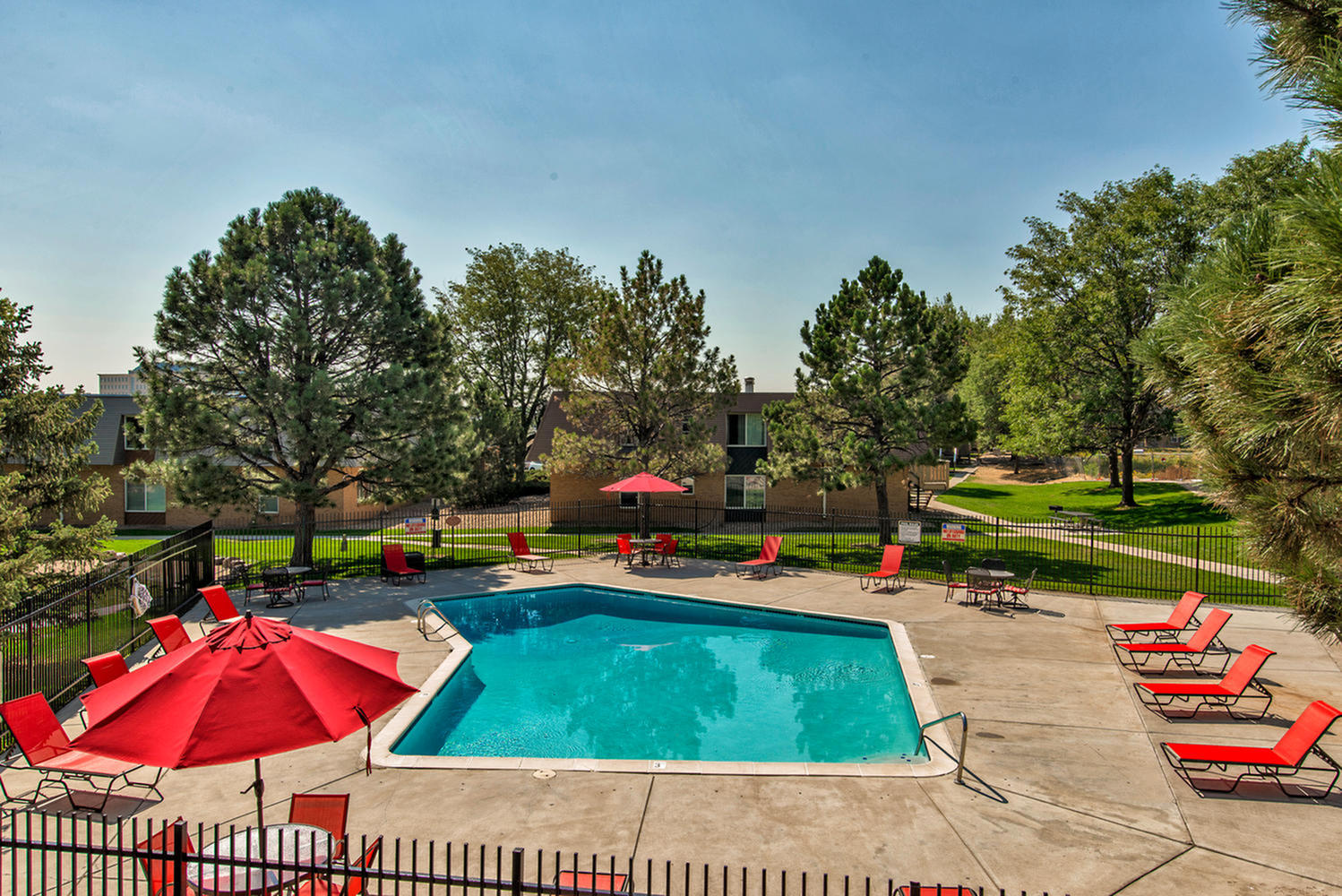 Image of Swimming Pool for Landon Park Apartments