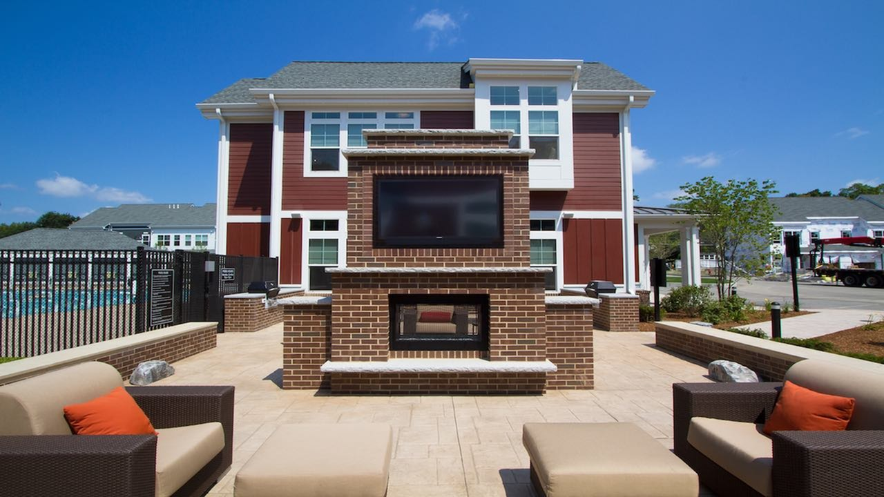 Outdoor Lounge, Fireplace and Flat Screen | Modera Natick Center