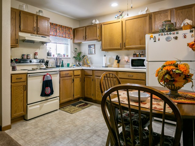 Image of Electric Range, Refrigerator, and Dishwasher Provided for Eau Claire London Square