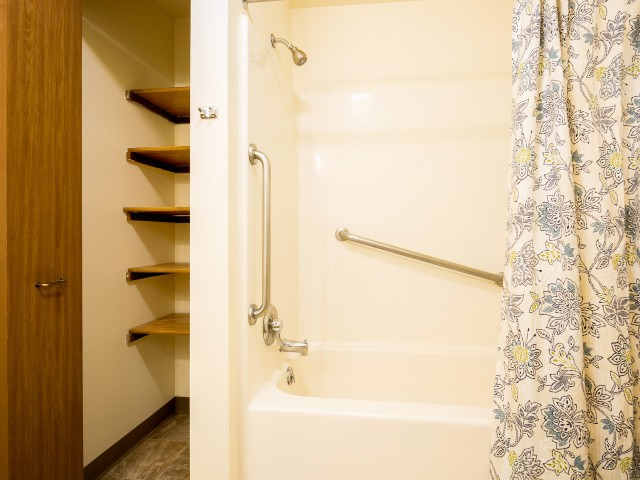 Image of Tub/Shower for Mcfarland Williamstown Bay