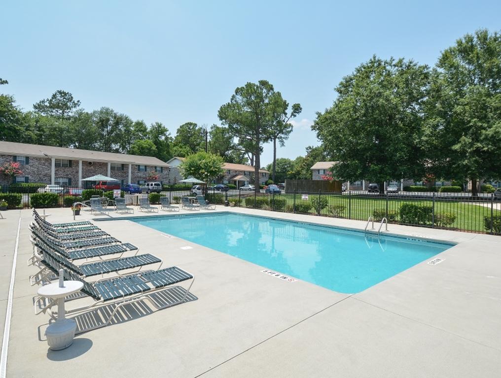 Pool | Large Pool Deck | Summerville SC | Magnolia Place Apts