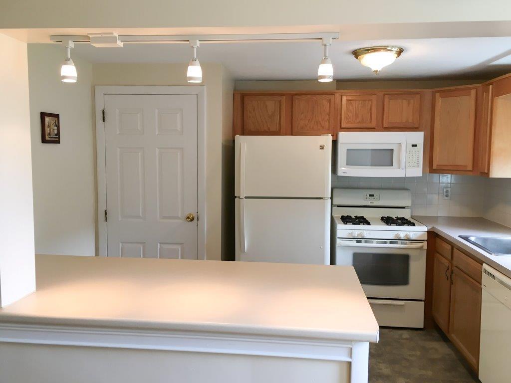 Kitchen | Open Concept | Oak Street Apartments