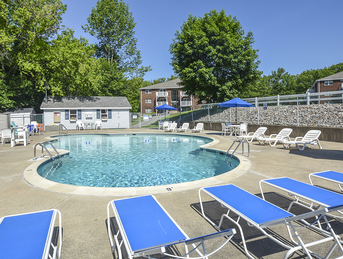 Sparkling Pool | Lonvale Gardens Apartments