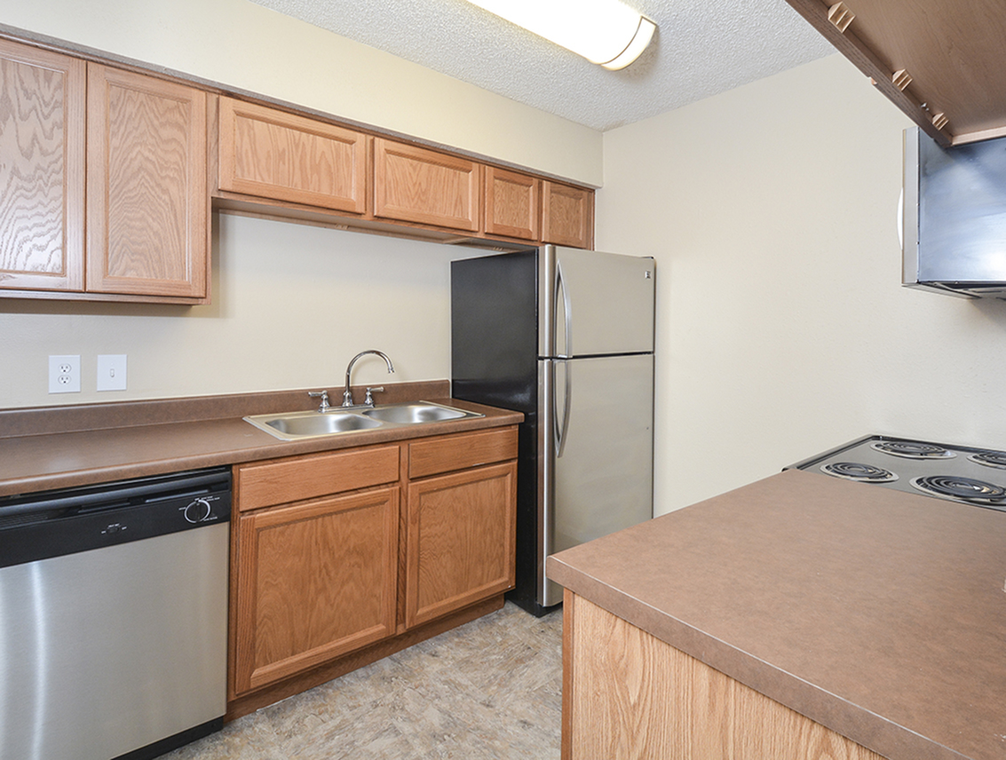 Oak Cabinets | Kitchen | Stainless Steel Appliances | Riverstone Apts