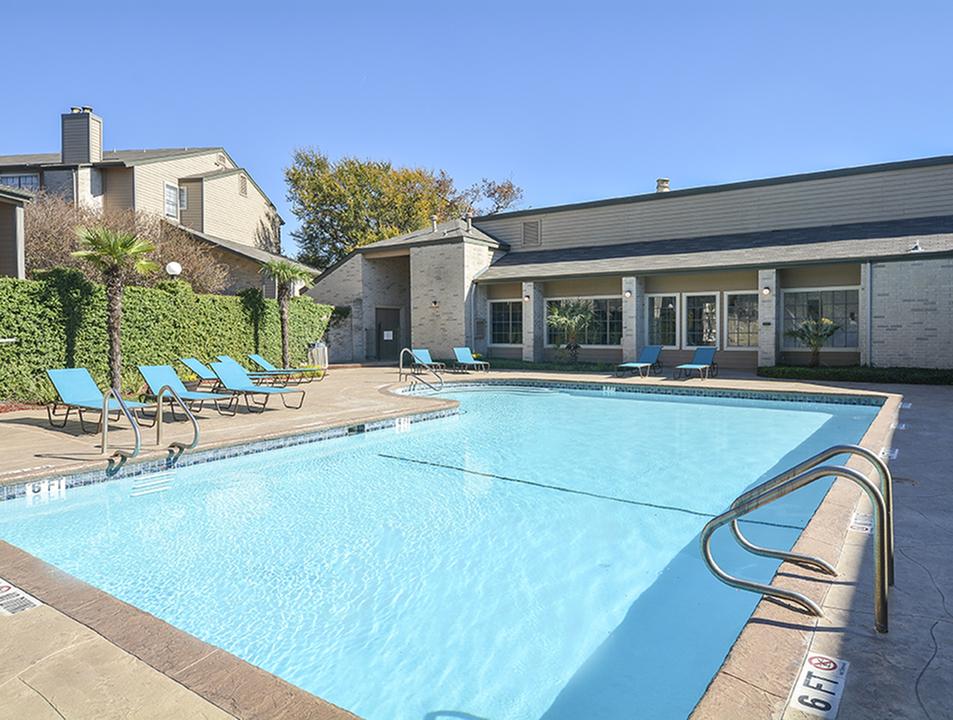 Pool | Deck | Canyon Point | San Antonio Apts