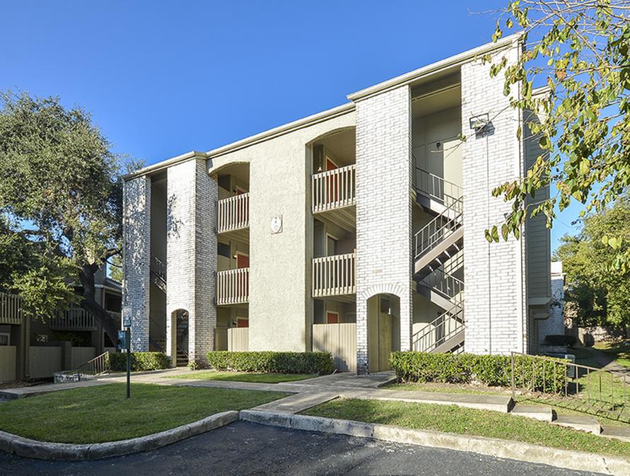 Patios | Balconies | Deer Oaks Apartment Homs