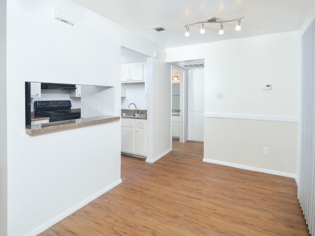 Kitchen | Dining Area | Plank Flooring | Silver Creek Apartments