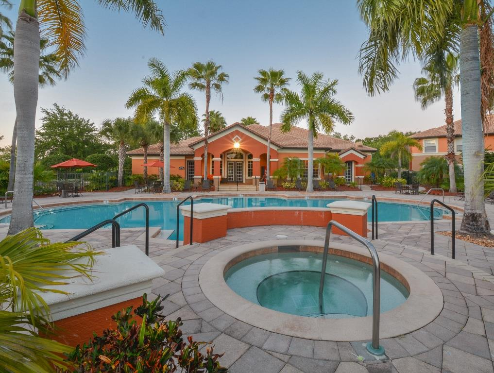 Pool and Spa | Fort Myers Apartments | Park Crest at the Lakes