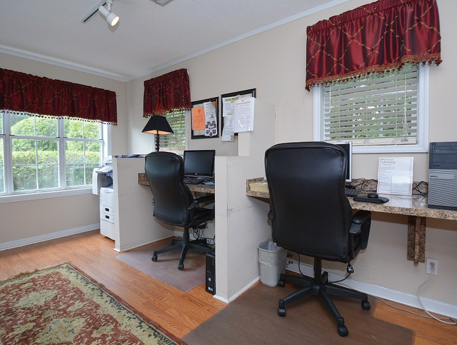 Business Center | Middleton Cove Apts | Leasing Office