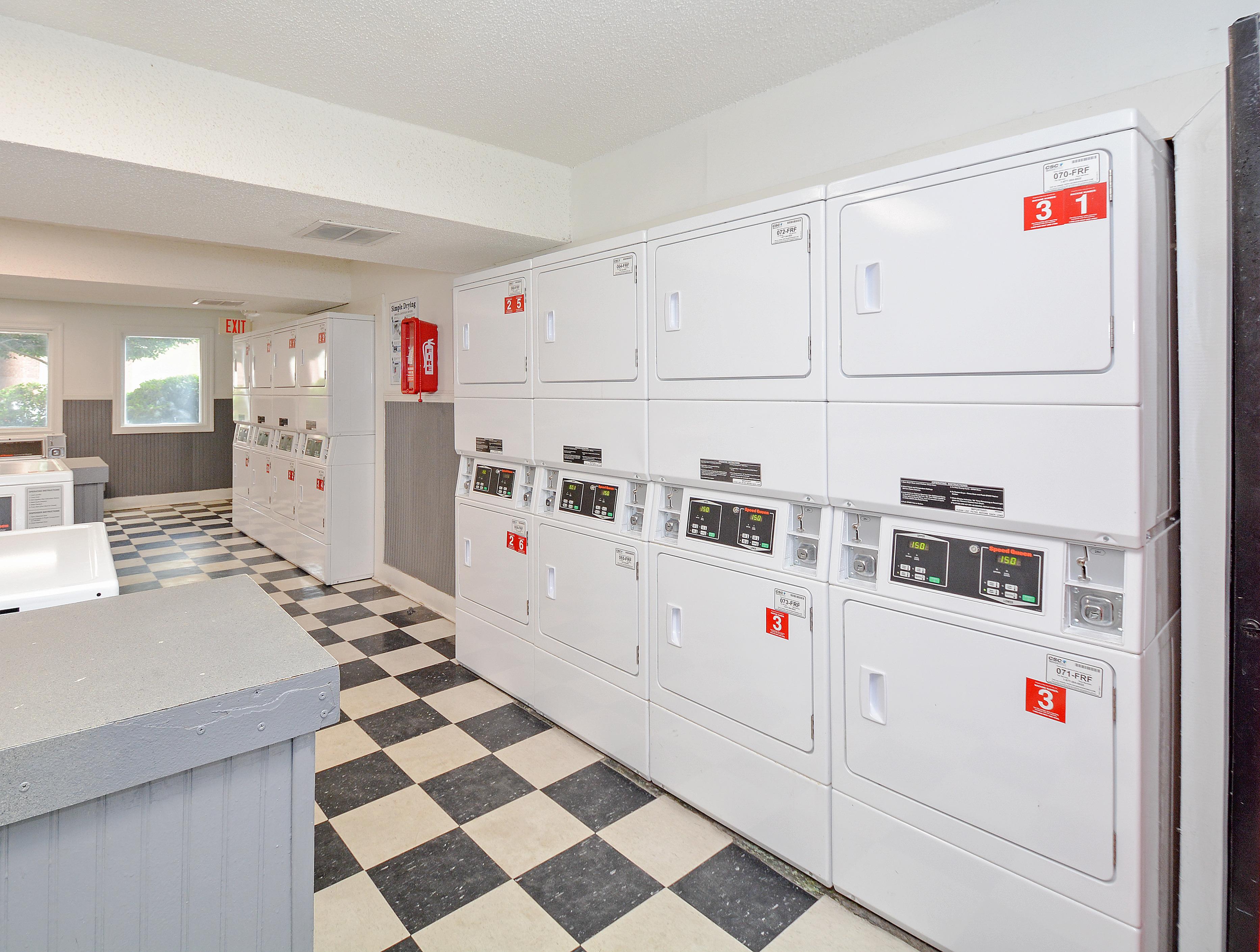 Large Laundry Facility   24 Hours   Park Place Apts