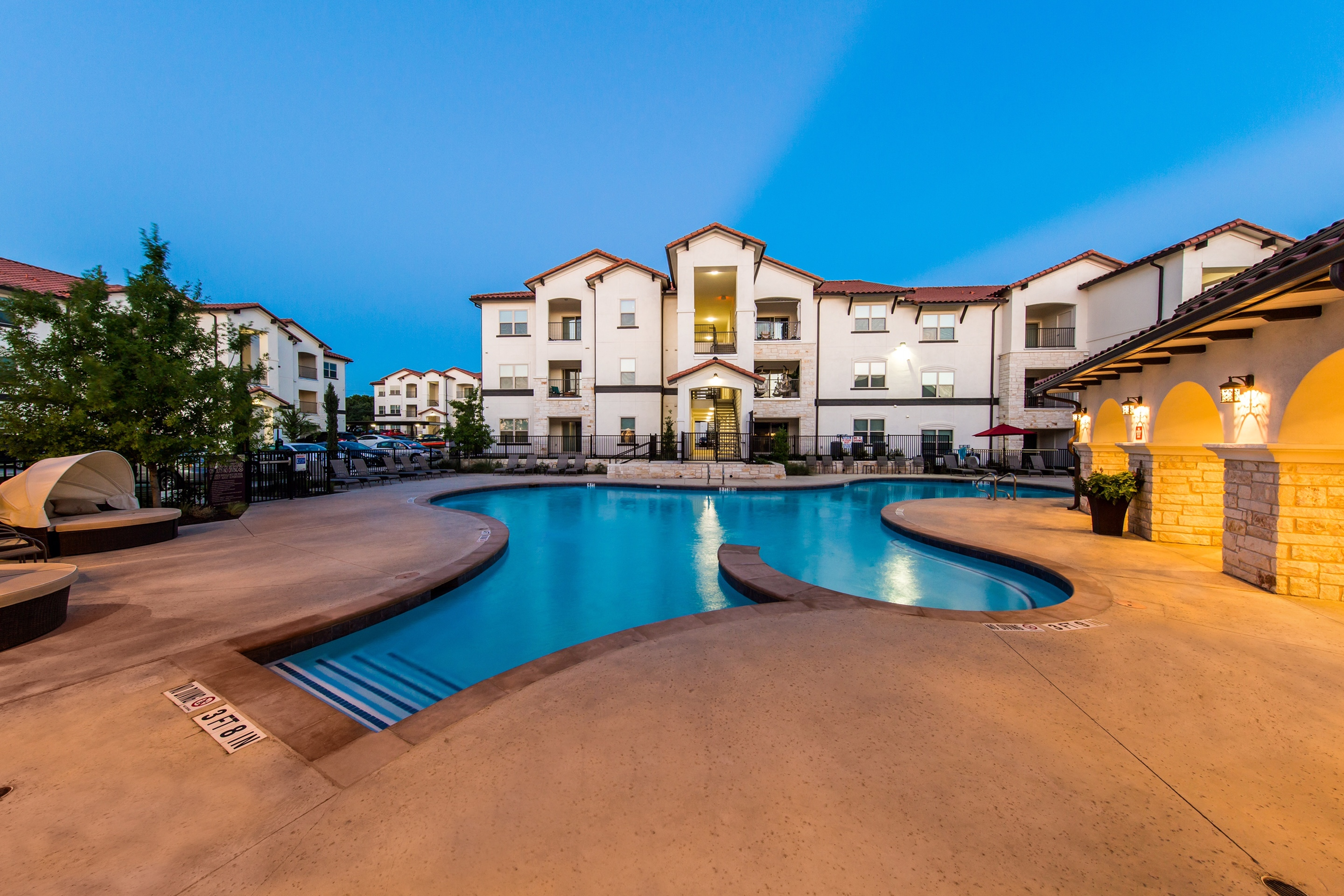 Resort Style Pool   Southpark Crossing Apartments