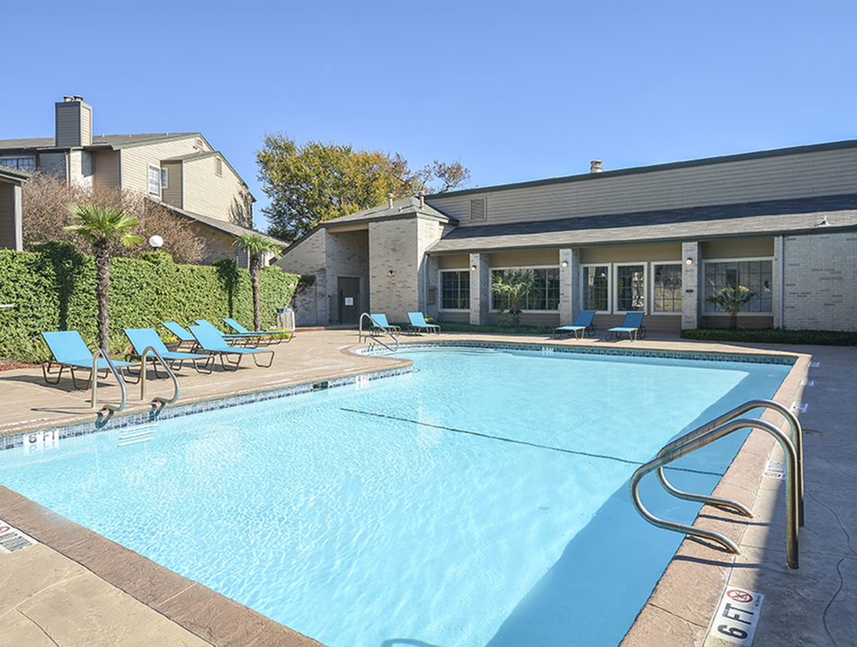 Pool | Deck | Canyon Point | San Antonio Apts