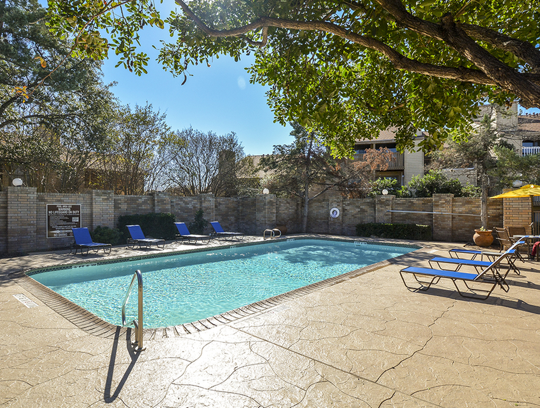 Pool | Large Pool Deck | Stoneleigh Apts