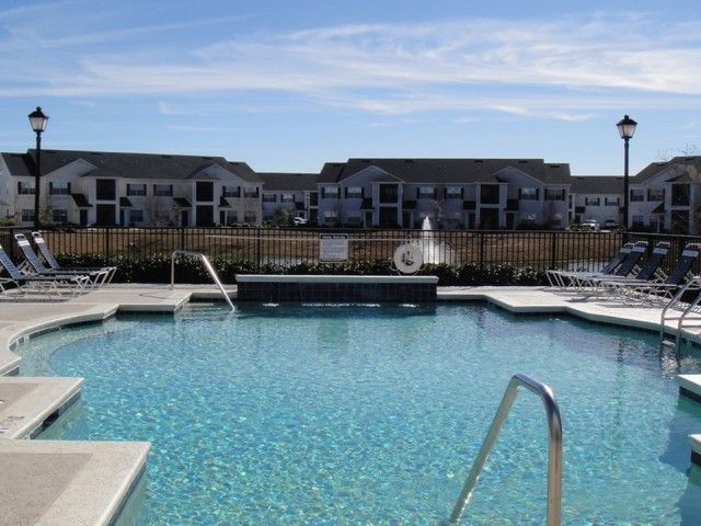 Image of Sparkling Swimming Pool for Sweetwater Apartments