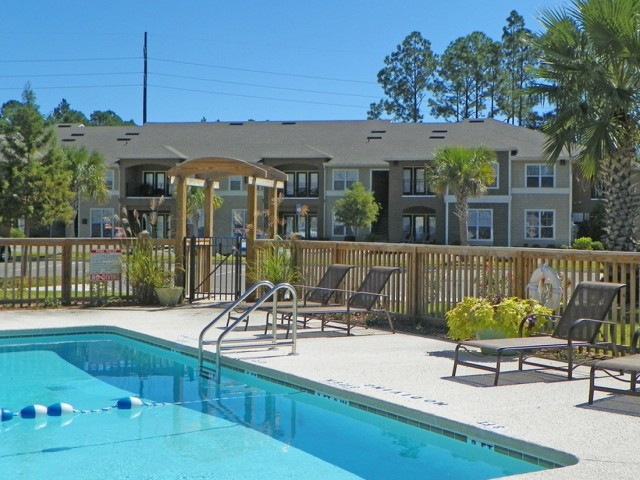 Image of Swimming Pool for Hammock Cove Apartments