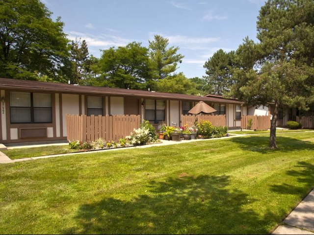 Harrison Twp Mi Apartment Rentals Willowood Apts Apartments In