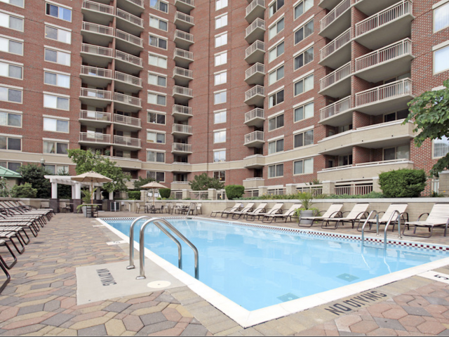Image of Outdoor Swimming Pool for Quincy Plaza