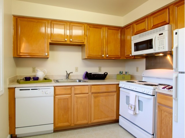 Modern Kitchen | Apartment Complexes In Arlington | Columbia Park