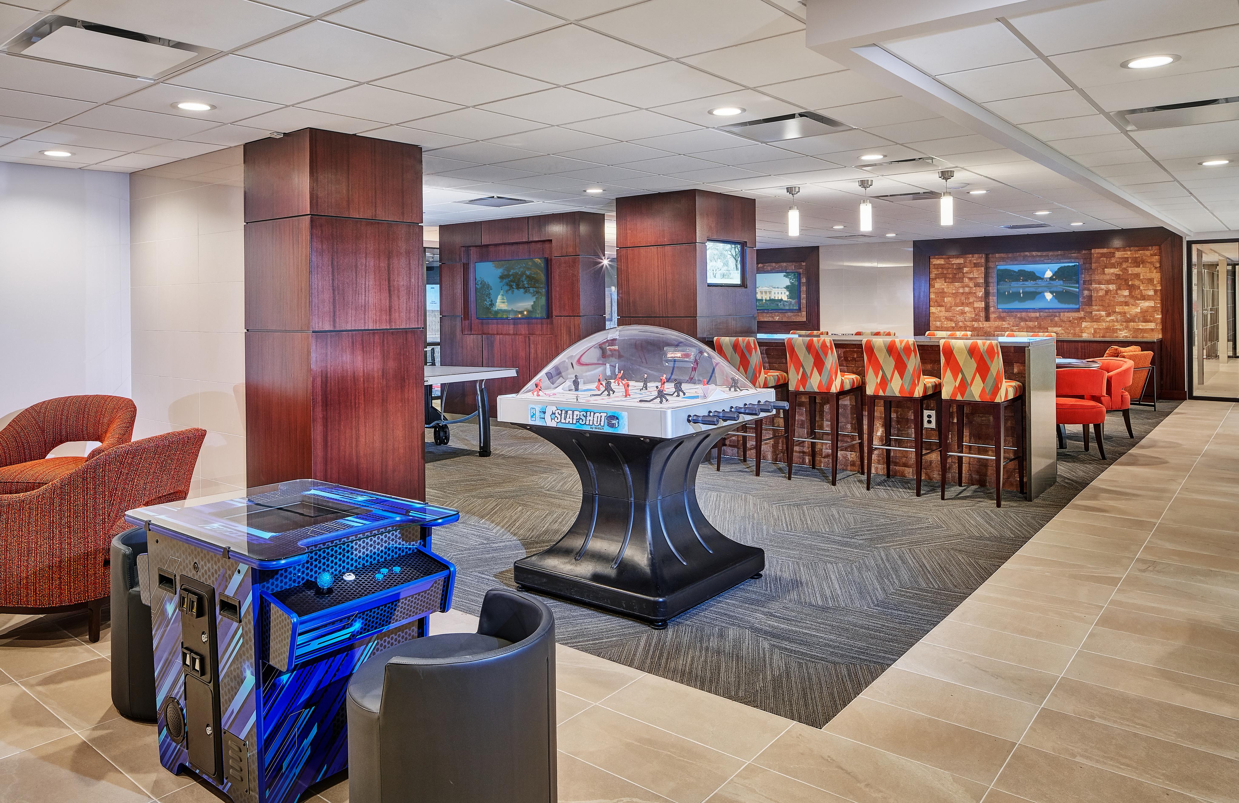 Community Game Room   Luxury Apartments In Arlington VA   Courtland Towers