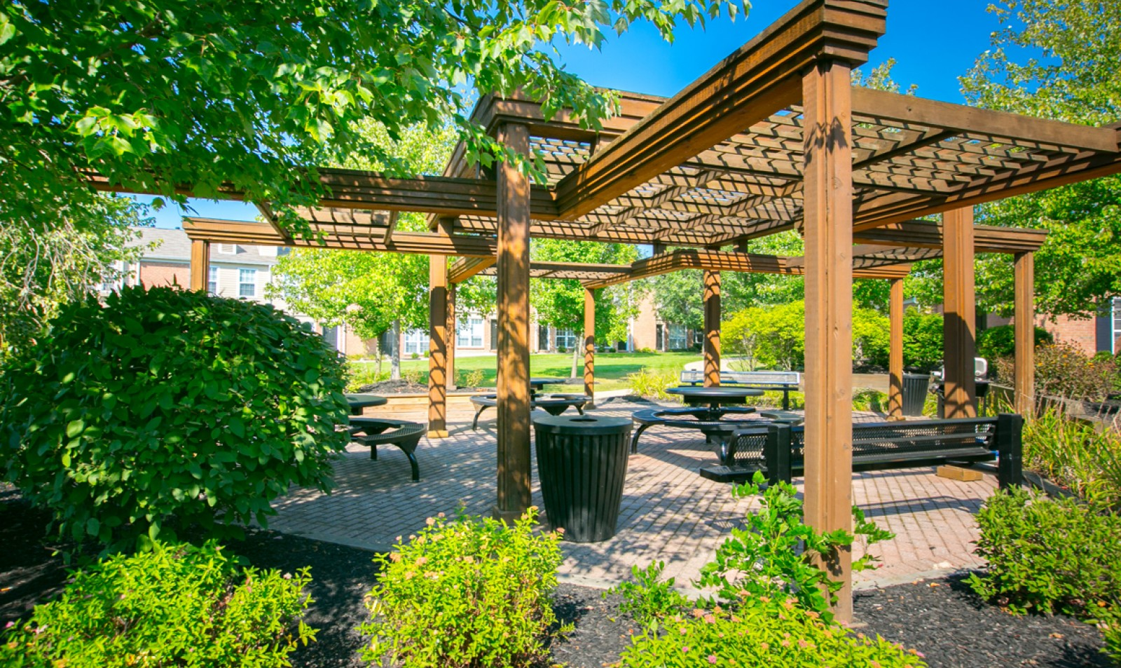 Picnic and social areas at Williamsburg Townhomes Rental Homes in Sagamore Hills, OH
