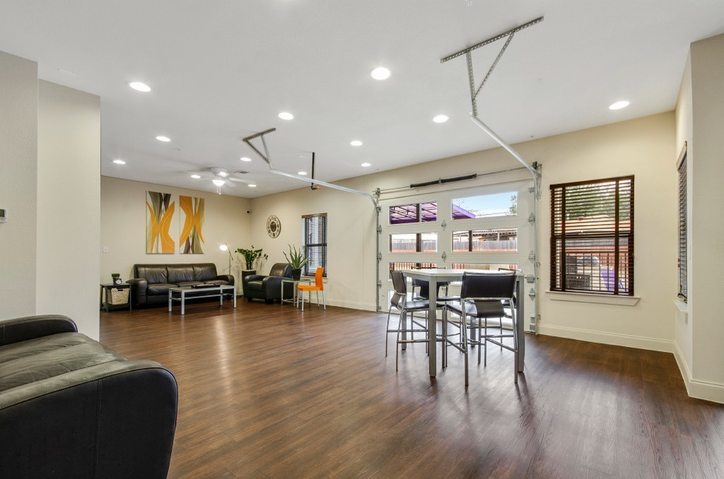 Image of Resident Lounge with Co-Working Space and Multiple TV's for The Edge @Bluebonnet Circle
