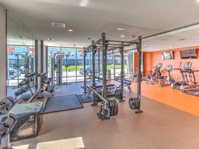 Cutting Edge Fitness Center | Milwaukee 1 Bedroom Apartments | Stitchweld