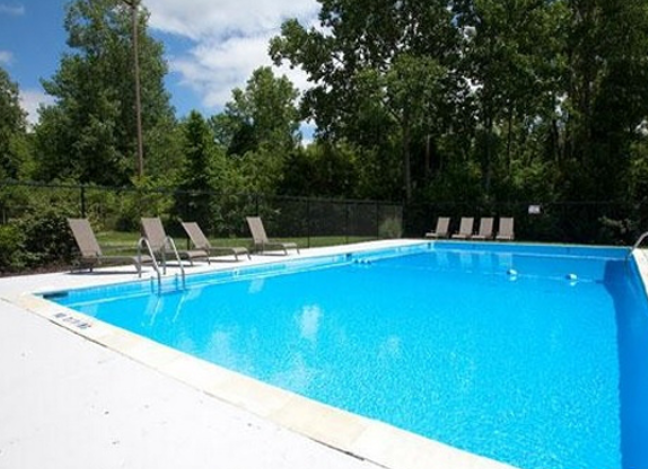 Image of Pool & Entertainment Deck for Northwoods Apartments